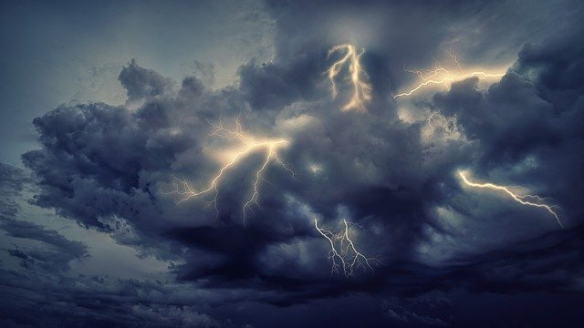 Thunderstorm Flashes Clouds Forward  - jplenio / Pixabay